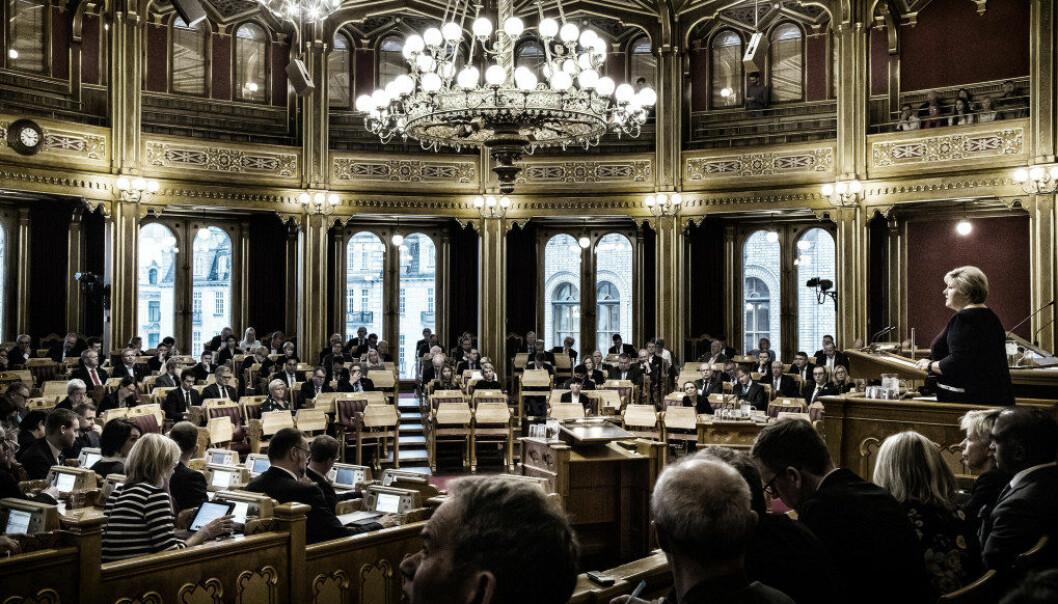 Det er ikke mange med yrkesfaglig bakgrunn i Stortinget. Faktisk så få at det kan være et demokratisk problem, sier flere politikere og samfunnsdebattanter til Yrke. Foto: Heiko Junge / NTB scanpix.