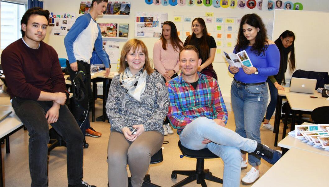 Annika Wold og Espen Halvorsen trives blant elevene på Drømtorp. Foto: Wenche Schjønberg