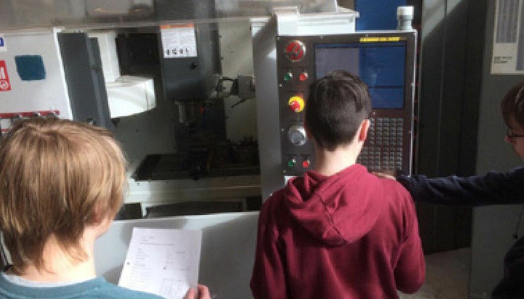 Elever fra ungdomsskolen gjennomfører undervisning på TIP på den videregående skolen. Foto: Privat