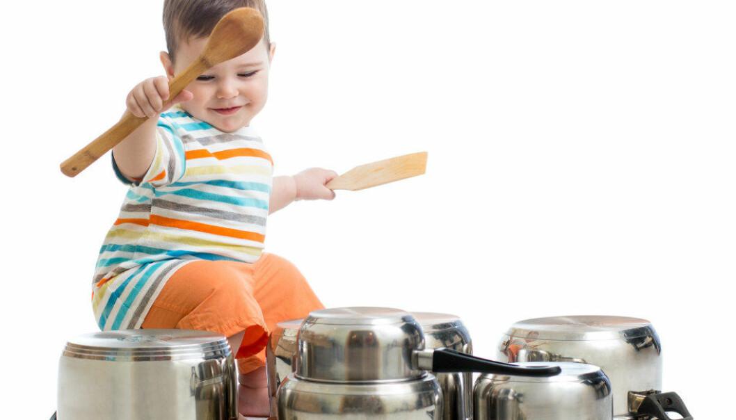 Kravet om å bruke innestemme, holde lekene på faste plasser og lytte til voksne i samlingsstunden vil kunne stå i veien for de yngste barnas spontane, ofte støyende samværsformer, skriver artikkelforfatteren. Illustrasjonsfoto: Fotolia.com