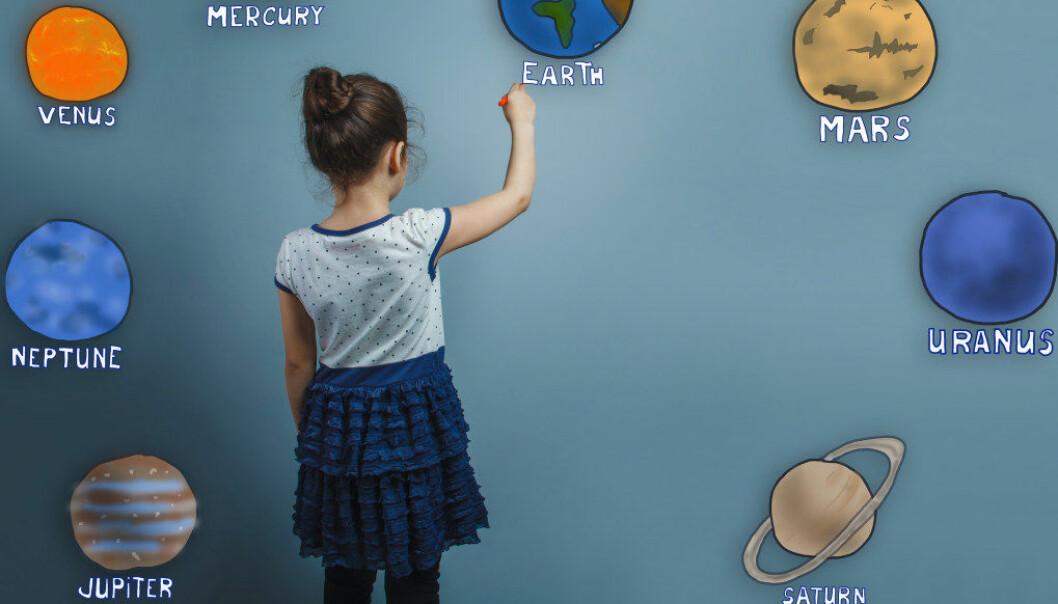 Den indiske jenta forsto bare engelsk i tillegg til sitt morsmål. Da de jobbet med tema planeter begynte de barnehageansatte å snakke engelsk, og det viste det seg at jenta hadde stor kjennskap til universet og planetene. Kunnskapen hennes ble synlig, og hun fikk bedre selvfølelse, skriver artikkelforfatteren. Illustrasjon:Fotolia.com