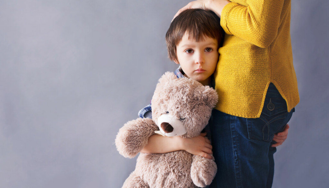 Vi tror at sosial angst kan bli bagatellisert både fra barnehagepersonalet og i samfunnet. Er barnehageansatte redde for å ta det opp, eller er det fordi de har for liten kunnskap til å skille mellom angst og sjenanse? spør artikkelforfatterne. Foto: Fotolia.com