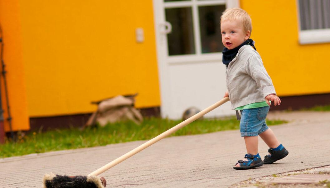 –I Norge får barna være med å koste ute i barnehagen. Gjør vi det i USA ville foreldrene saksøkt oss for alle sykdommene barna kom til å få de neste årene, sier professor Judith Wagner ved Whittier College i USA. Illustrasjonsfoto: Fotolia.com