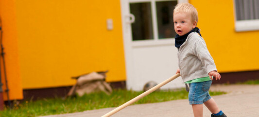 – I Norge får barna være med å koste ute i barnehagen. I USA ville barnehagen bli saksøkt