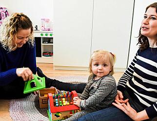 Tilvenning: Julie (1) får hjemmebesøk før barnehagestart