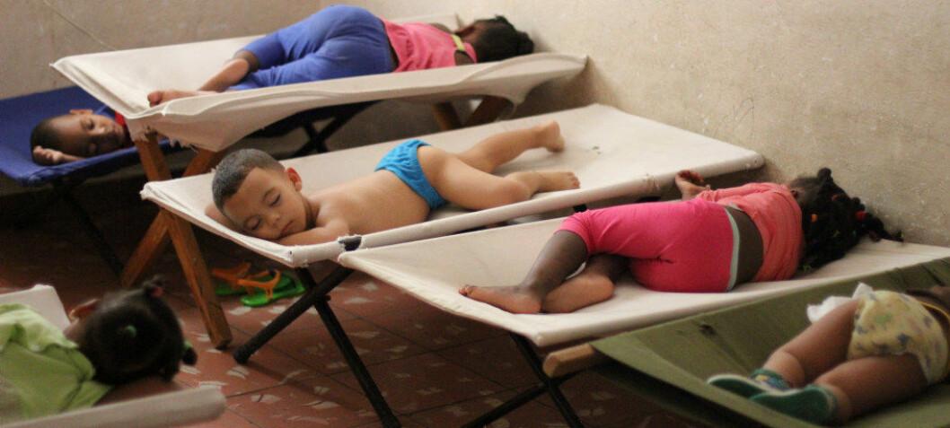 Cuba: I denne leiligheten på 45 kvadratmeter går 25 barn i barnehage