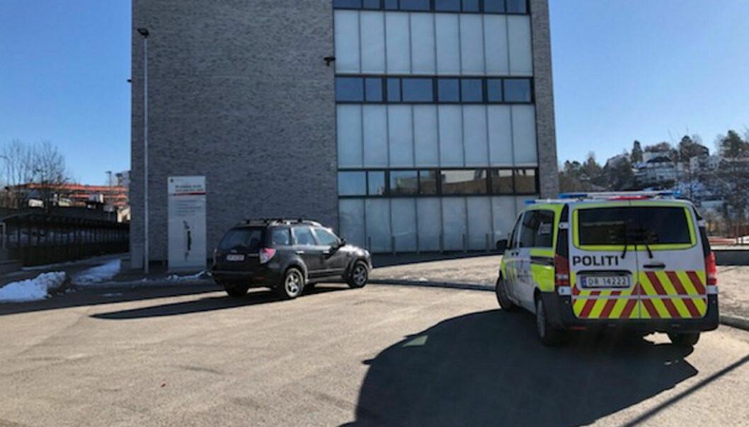 Fire personer er lettere skadd i en knivstikking i dag. Brynseng skole. Foto: Marianne Ruud