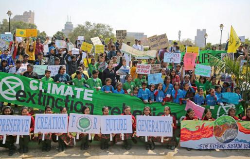 Elever på alle kontinenter skulker skolen for å delta i global klimaprotest