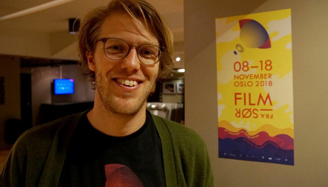 Ansvarlig for skolevisningene, Per Eirik Gilsvik, forteller Utdanning om noen av filmene på årets Film fra Sør. Sterke oppvekstskildringer preger handlingen i mange av årets filmer. Foto: Marianne Ruud