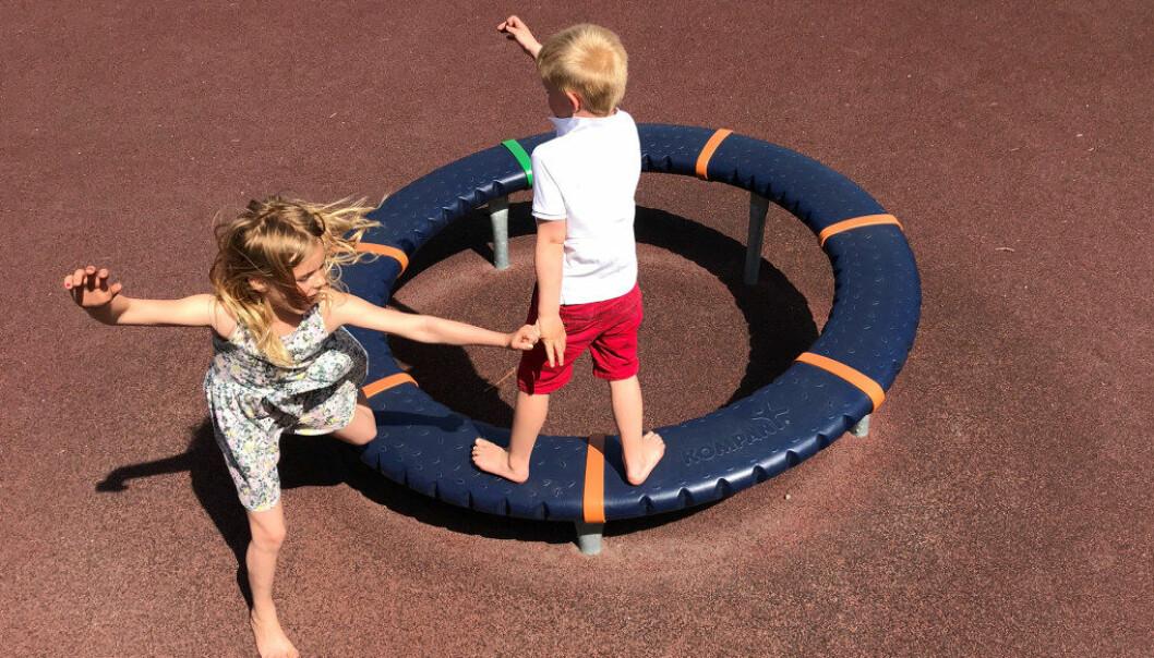 Flytt lek og fri utfoldelse inn i skolen, og gi barna tid til å være barn, skriver Berit Åsjord, psykomotorisk fysioterapeut og mor til skolebarn. Ill.foto: Paal Svendsen