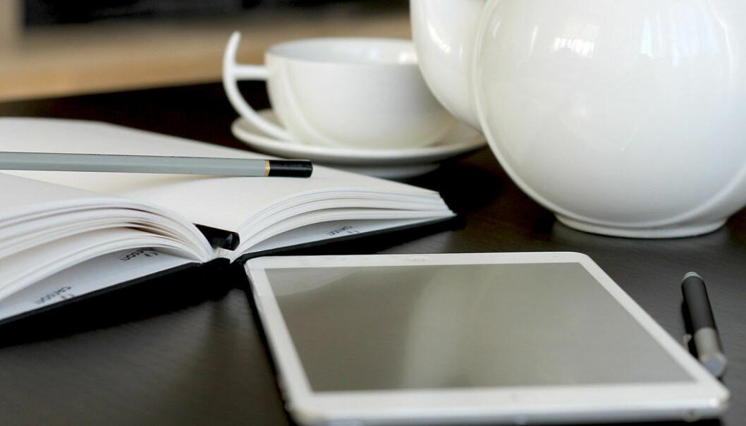 De aller fleste foretrekker å lese bøker på papir, ikke skjerm, selv om det er noe forskjell på om man leser skjønnlitteratur, sakprosa eller faglitteratur. Foto: Pixabay/webvilla