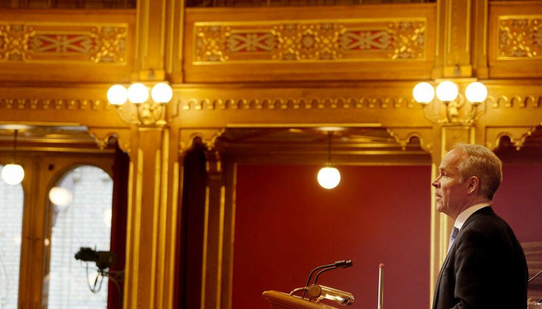 – Jeg vil minne om at det beste virkemiddelet mot usaklige ytringer er saklige motytringer, sa kunnskapsminister Jan Tore Sanner i en debatt om ytringsfrihet i skolen i Stortinget i går. Han viser til en veileder fra KS om ytringsfrihet og varsling, og anbefaler kommunalt ansatte å bruke den. Foto: Marianne Ruud