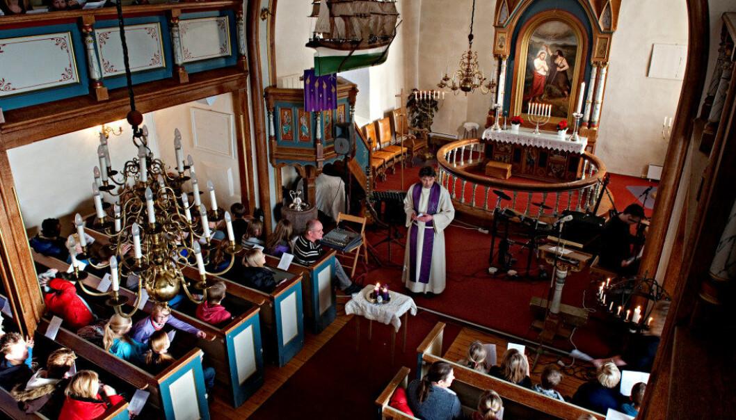 Bildet er fra en gudstjeneste for barn og ungdom i Skotbu og Kråkstad i 2010 Kråkstad kirke i Akershus. Foto: © Mimsy Møller / Samfoto