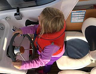 Røe Isaksen ønsker at barnehager og skoler fortsatt får ta med barn ut i båt