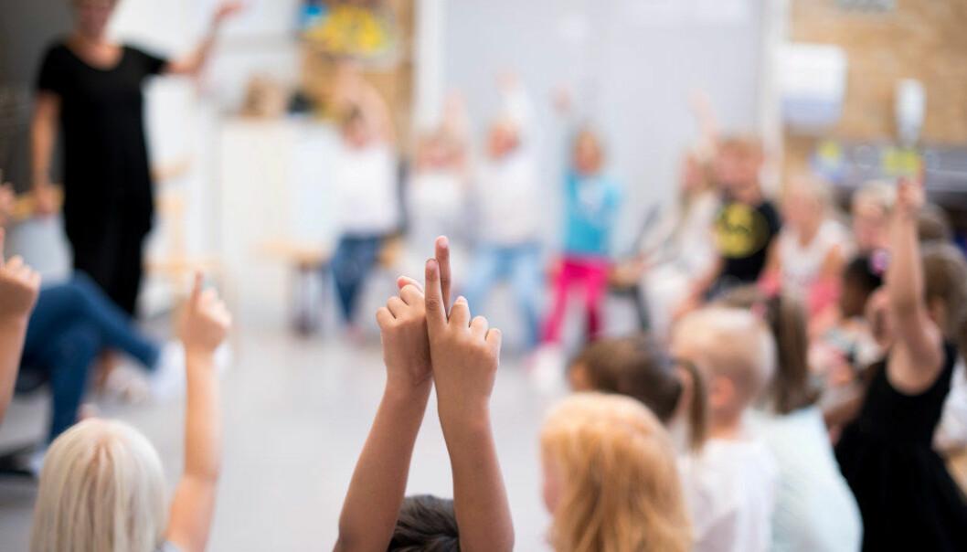 Skoledagen er for teoretisk for de minste elevene, mener et stort flertall av de spurte lærerne i en ny undersøkelse. Ill. foto: Erik M. Sundt