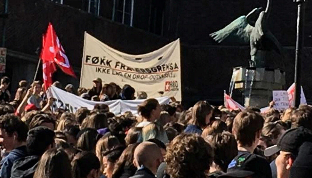 Det er elevene som sliter mest som rammes hardest av fraværsgrensa, mener Elevorganisasjonen. Bildet er fra en demonstrasjon utenfor rådhuset i Oslo i juni 2016.  Marianne Ruud