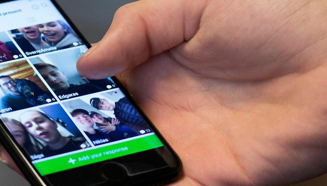 I Norge er det opp til den enkelte skole hvordan mobilen får brukes, men barne- og likestillingsminister Linda Hofstad Helleland ønsker å løfte fram mobilforbud som en nasjonal sak. Arkivfoto: Utdanning