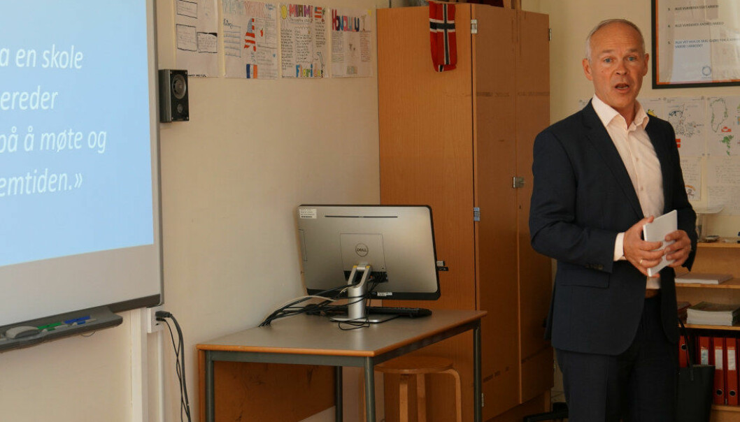 I går var kunnskaps- og integreringsminister Jan Tore Sanner på Skøyen skole i Oslo for å snakke om neste fase i arbeidet med fagfornyelsen i grunnskolen og videregående skole. Foto: Marianne Ruud