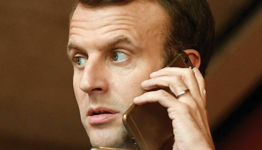 En av president Emmanuel Macrons valgsaker var totalforbud mot mobiltelefoner i skolen. Til høsten blir dette realisert, ifølge utdanningsministeren. Foto: Szilard Koszitcsak/EPA/NTB scanpix