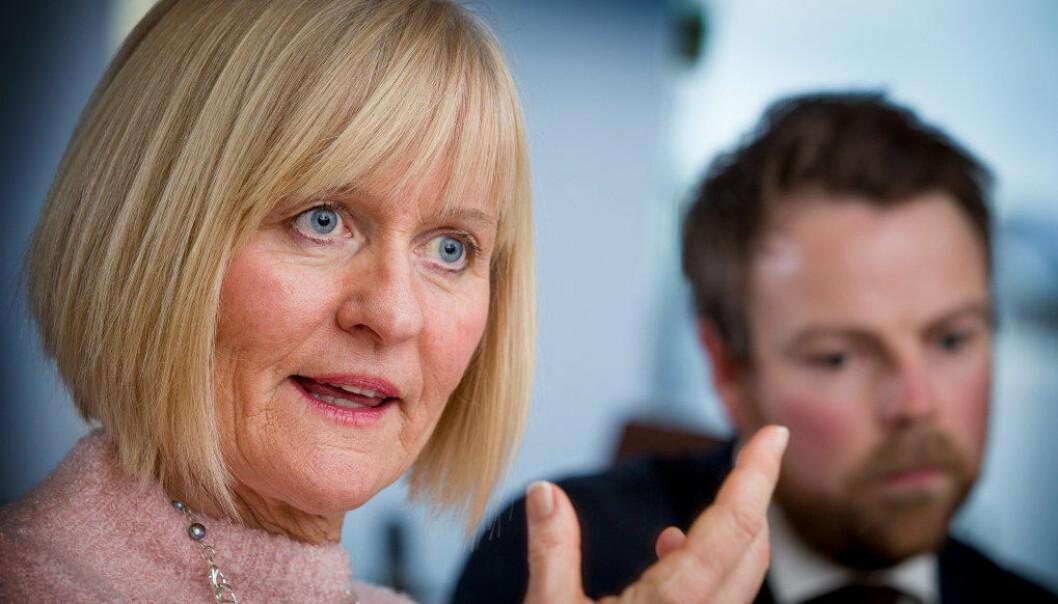 Unio-leder Ragnhild Lied gleder seg over medlemsvekst. Tidligere kunnskapsminister, Torbjørn Røe Isaksen, i bakgrunnen. Foto: Erik M. Sundt.