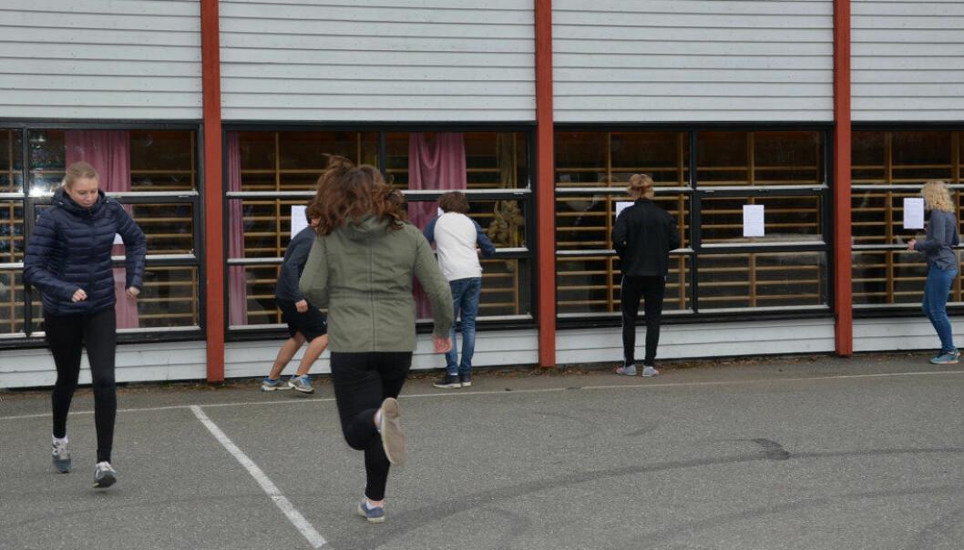 Elevene ved Sannidal ungdomsskole i Kragerø har engelskstafett. Foto: Telemark fylkeskommune/Eva Susanne Drugg