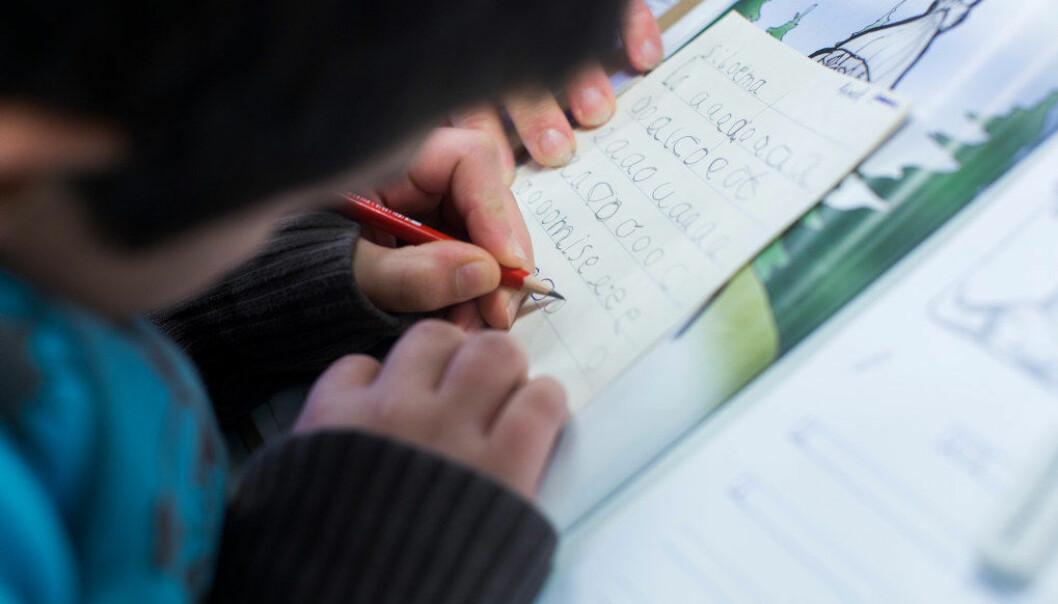 Amerikanske forskere konkluderer med at bare de flerspråklige elevene som har fått tospråklig undervisning av høy kvalitet i minst seks år, klarer å tette gapet opp til de enspråklige. Foto: Arkivfoto/Utdanning