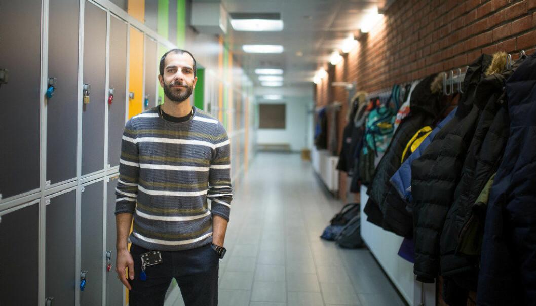 – Jeg var inne på tanken om å slutte, forteller ungdomsskolelærer Mehrdad Taherifard om den første tiden i yrket. Foto: Hans Skjong