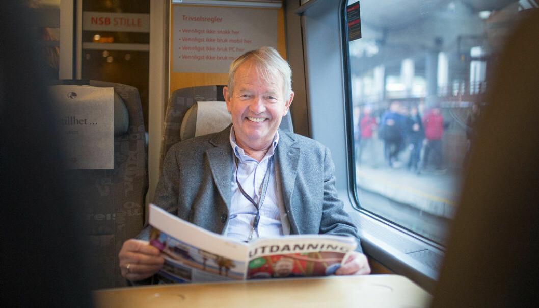 Knut Hovland har vært redaktør for Utdanning i snart 28 år. Noe av redaktørjobben er utført på toget mellom Moss eller Fredrikstad og Oslo. Foto: Hans Skjong