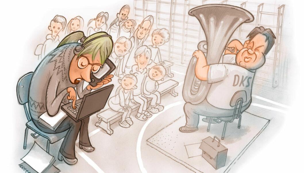 – Generelt sett er skolane blitt meir profesjonelle i måten dei tar imot oss på. Men lærarar som søv eller på andre måtar melder seg ut under framsyninga, har vore der heile tida, seier Charlotte Østen.Som forteljar har ho reist med Den kulturelle skolesekken i tjue år. Illustrasjon: Egil Nyhus