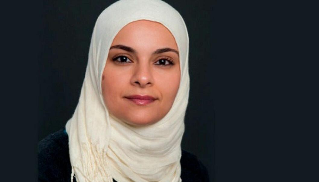Hanan Mohamed Abdelrahman (36) underviser ved Lofsrud ungdomsskole i Oslo og vant Holmboeprisen for 2017. – Alle som sier at lærere jobber lite og har lange ferier, burde få straffelekse. Vi jobber ræva av oss, sier hun. Foto: J.M. Stenersens forlag