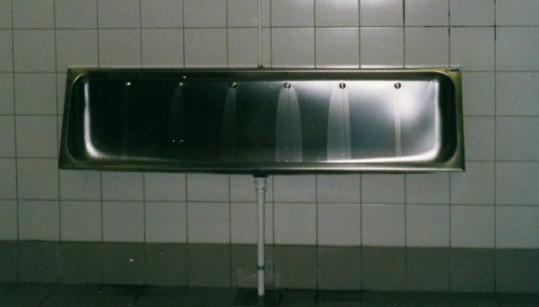 Her lå det store urinalet som ble fylt opp med Sinkal-tabletter. Etter renovasjonen på begynnelsen av nittitallet ble det erstattet med urinalet på bildet. Foto: Monna Brinch