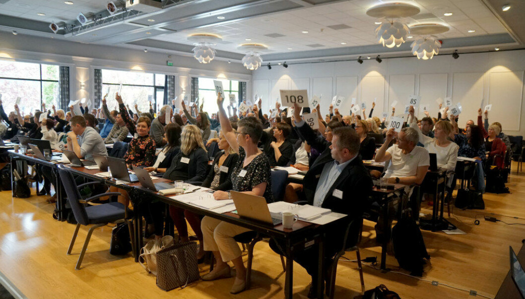 Debatten gikk om profesjonsetisk råd under det aller siste årsmøtet i Utdanningsforbundet Sogn og Fjordane. Foto: Marianne Ruud