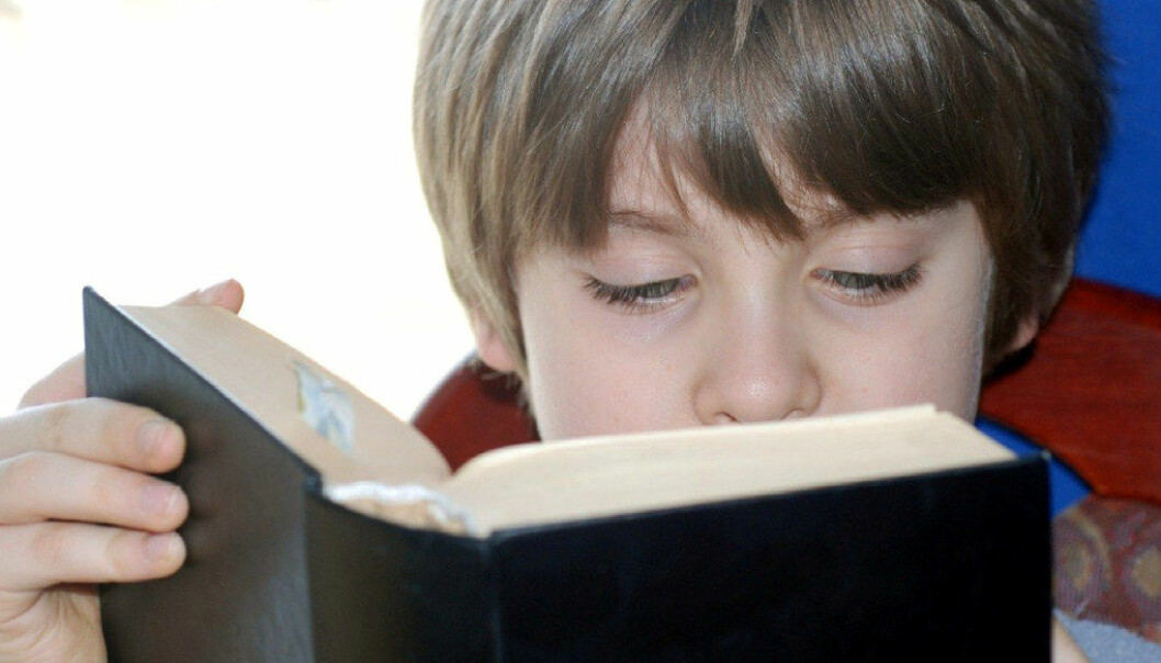 Gutter leser bedre i klasser der mer enn 60 prosent av elevene er jenter, viser en studie av elever fra hele verden. Ill. foto Kriss Szkurlatowski/Freeimages.com