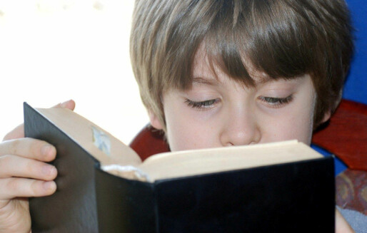 Forskning: Mange jenter på skolen styrker guttenes leseferdigheter