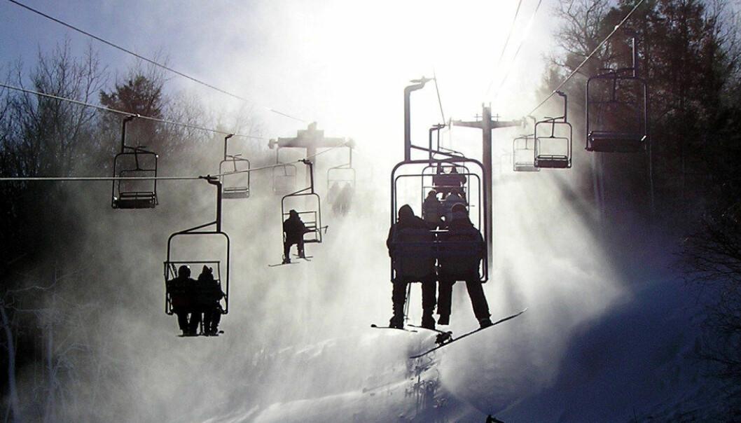 En skidag der barna får prøve seg i bakkene ved hjelp av skiheis kan virke som en god plan, men er ulovlig dersom barna må betale selv og det skjer i skoletiden. Foto: Noel Abejo