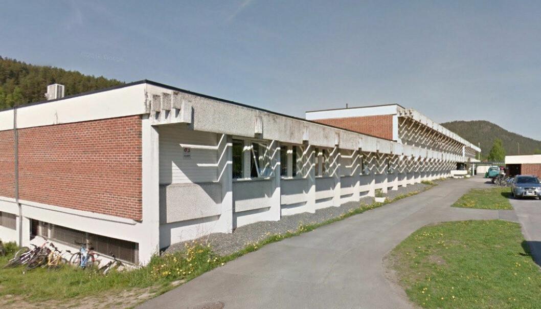 En elev ble pågrepet etter å ha kommet med trusler i et klasserom på Kongsberg videregående skole mandag. Foto: Google Maps.
