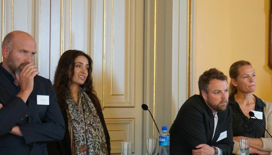 Kunnskapsministeren fikk råd fra både professor Helge Jordheim ved Universitetet i Oslo, forfatter Åsne Seierstad og filmskaper og UNESCO-ambassadør Deeyah Khan under toppmøtet om radikalisering og polarisering. Foto: Marianne Ruud