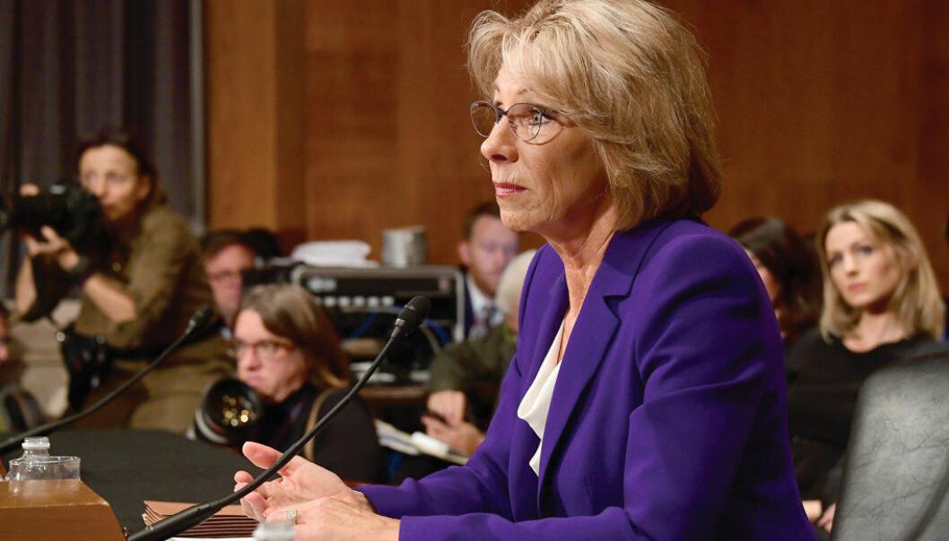 Betsy DeVos ble ny utdanningsminister i USA med knappest mulig margin. Foto: Ron Sachs - CNP/Sipa USA