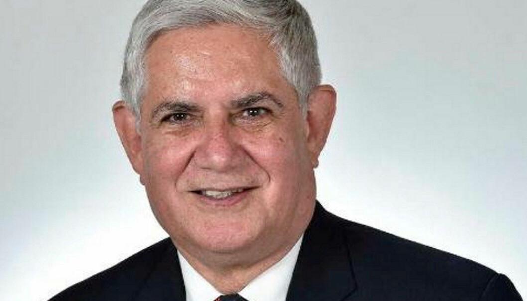 Ken Wyatt (64) har bakgunn som lærar og er den første frå urfolket som vert minister i Australia.