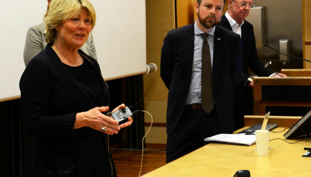 Forsker Marit Kjærnsli presenterte PISA-tallene i dag. Kunnskapsminister Torbjørn Røe Isaksen kommenterte og svarte på spørsmål. Foto: Kari Oliv Vedvik