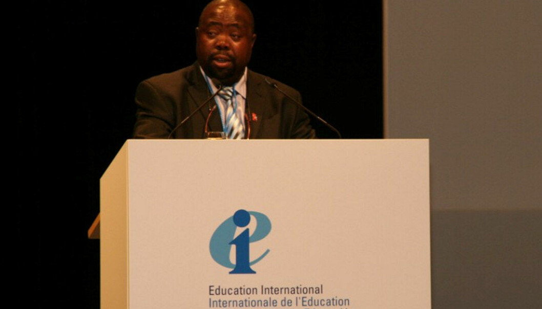 Statsråd i Sør-Afrika, Thulas Nxesi, krever at president Jacob Zuma må trekke seg. Bildet av Nxesi er tatt EIs kongress i Berlin i 2007. Foto: Frédérik Destrée, EI