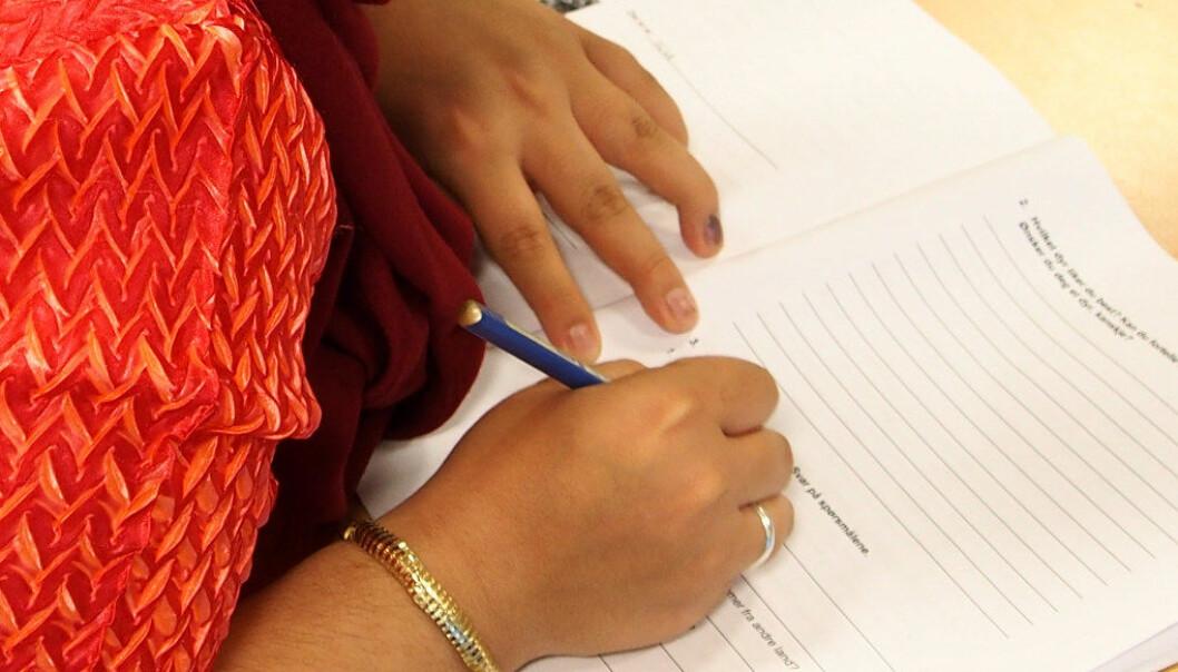 - Ved å bruke penn er det mye mer aktivitet i de sensomotoriske delene av hjernen, sier psykologiprofessor Audrey van der Meer. Ill.foto: Utdanning