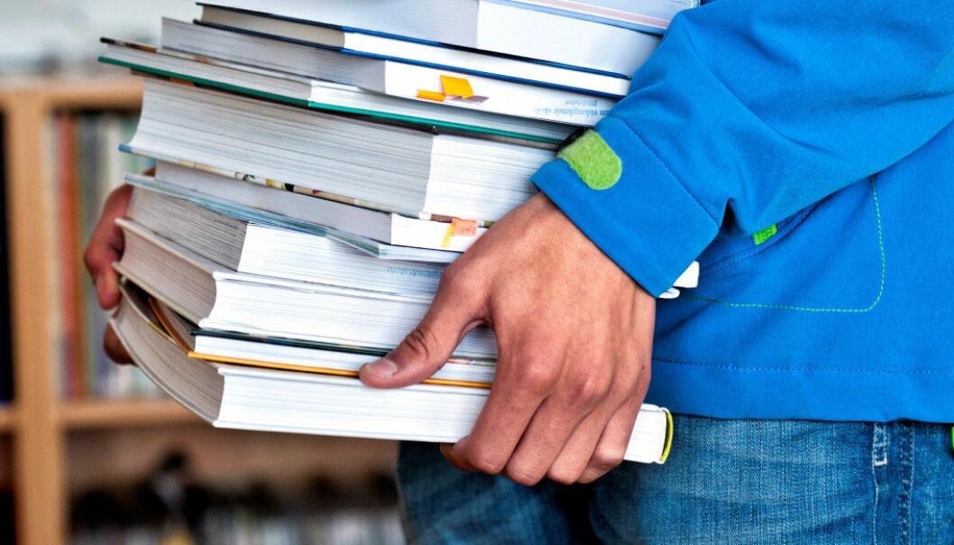 Den papirbaserte læreboka er det læremiddelet som flest lærere oppgir var i bruk i sist time. Arkivfoto: Erik M. Sundt