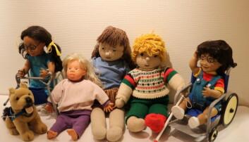 I lekesamlingen er det dukker med funksjonshemninger og Downs syndrom. Tanken var at alle barn skulle kjenne seg igjen når studentene tok med lekene i barnehagene på 70-80-tallet. Foto: Line Fredheim Storvik