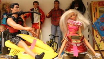 Lektor i barnehagepedagogikk Nanna Due har vært med på å bygge opp lekesamlingen og kjøpte inn Barbie og plastleker, for å se hvordan barn fikk kunnskap ved å leke naturlig i stedet for å bruke leker med tydelige læringsmål. Foto: Line Fredheim Storvik