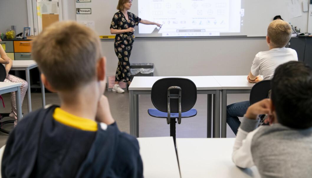 På Vollebekk skole skaffer de seg raskt oversikt over hvorfor en pult står tom. De har laget en veileder for skolenærvær kalt «Hver dag teller». Den inneholder fakta, tiltakstrapp og praktiske verktøy. Foto: Erik M. Sundt