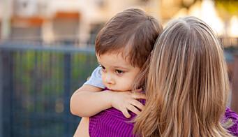- Stian holder godt rundt halsen til moren og ser ikke på meg. Jeg vet at dette øyeblikket er viktig for å bygge en god relasjon
