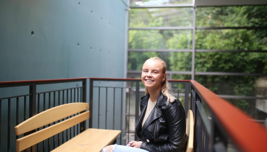 – Jeg vil ikke si at med en gang du fyller 18, så blir du voksen, sier Mille Marie Seland, elevrådslederen ved Kristelig Gymnasium (KG). Hun roser samarbeidet med FAU ved skolen. Foto: Hans Skjong