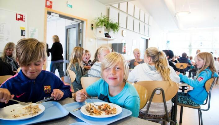 De svenske elevene er godt fornøyde med dagens servering. Foto: Erik M. Sundt