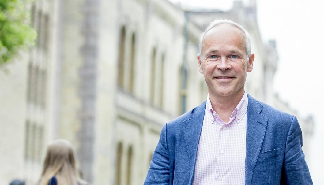 – Som en sideeffekt håper jeg at vi også fanger opp de som har dysleksi eller andre språkvansker, sier Jan Tore Sanner. Foto: Bo Mathisen